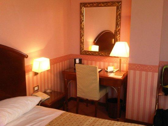 Savoia Hotel Regency:                   Scrittoio
