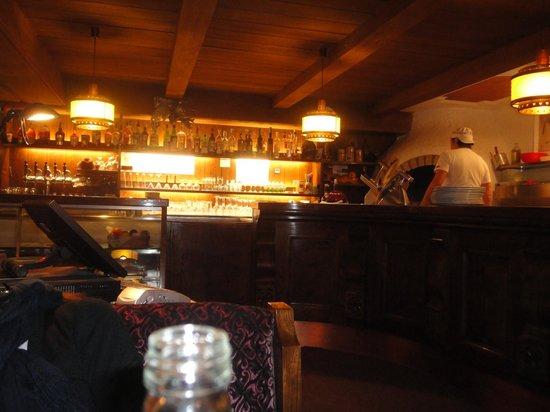 Albergo La Bronta:                   bancone bar/pizza