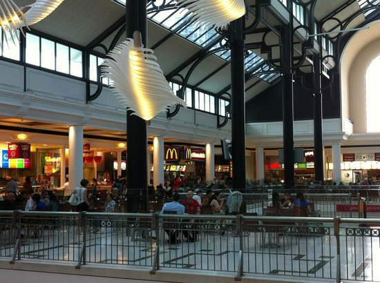 inside the mall food court picture of pacific fair. Black Bedroom Furniture Sets. Home Design Ideas