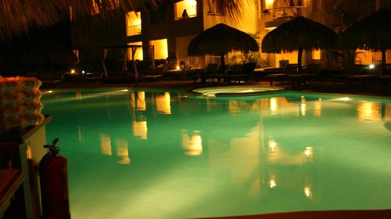 The Royal Suites Turquesa by Palladium:                   pool at night