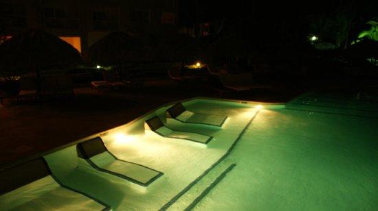 The Royal Suites Turquesa by Palladium:                   pool at night
