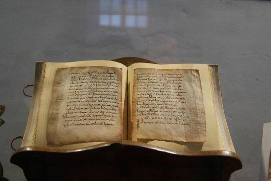Monasterio de Yuso: Facsímil de las primeras palabras en castellano y euskera