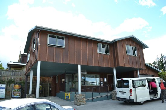 Clearbrook Motel Wanaka:                                     The reception building