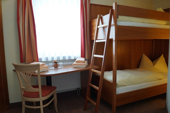 Hotel Sommer: Kinder-Schlafraum  (Familiensuite)