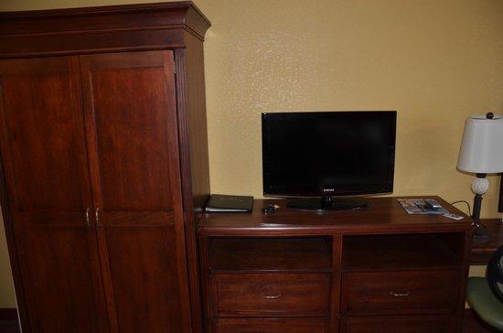 Rosen Inn:                   TV
