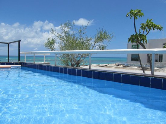 Pajucara Praia Hotel:                                     The pool on the top floor.