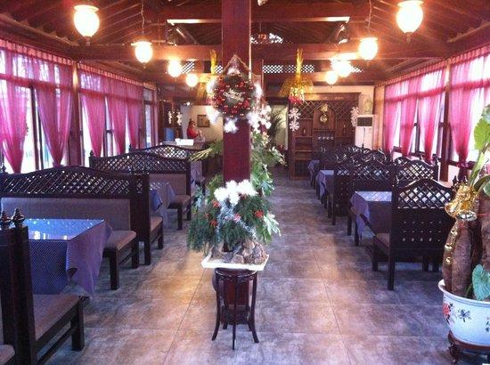 Jingshan Garden Hotel:                                     Dining area