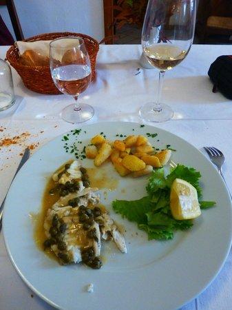 Tavagnacco, Włochy:                   Rombo con i capperi e patate