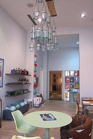 33 Rue Majorelle :                                     Love the light fitting...