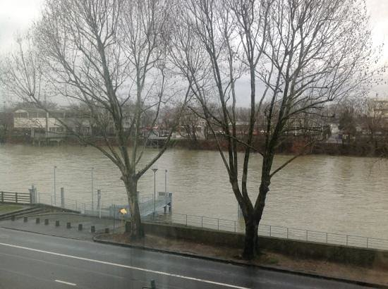 Campanile Paris Nord - Saint Denis - Quai De St Ouen Pleyel:                                     The 'river view' from my room 204.