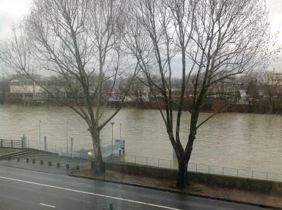 Campanile Paris Nord - Saint Denis - Quai De St Ouen Pleyel :                                     The 'river view' from my room 204.