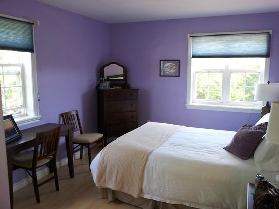 By the Bay Bed and Breakfast :                   The Glen Margaret Room