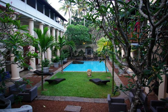 Galle Fort Hotel:                   Pool View from Dining area