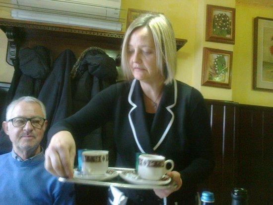 Trattoria dall'Antonia: a cameriera