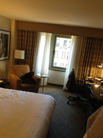 Hilton Garden Inn Times Square: Nice room size for NYC hotel