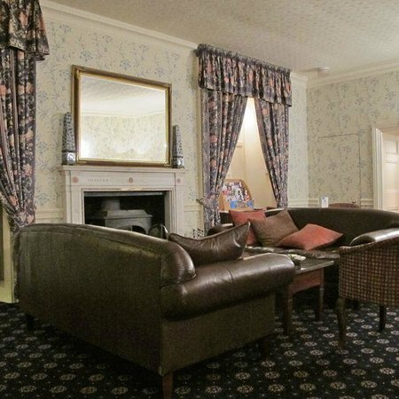 New House Country Hotel: Blue Lounge