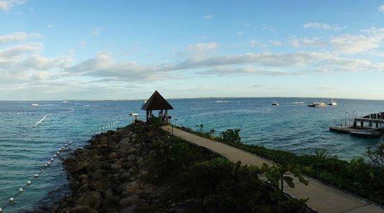 Shangri-La's Mactan Resort & Spa: Overlooking the sea
