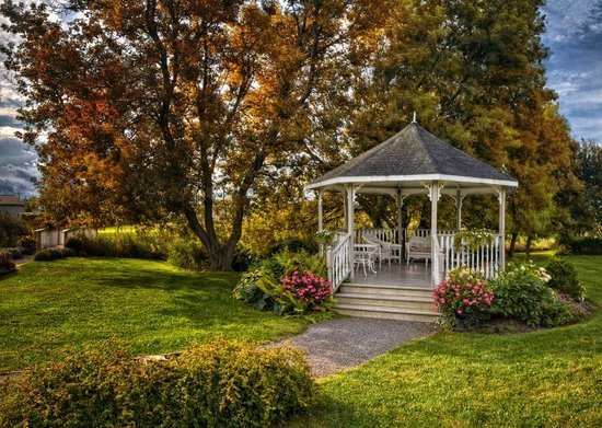 Waring House: Gazebo in the garden