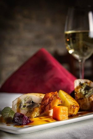 Waring House Restaurant & Inn: Chicken at Amelia's Garden