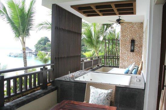 Shangri-La's Boracay Resort & Spa: Suite balcony