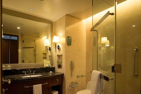 Shangri-La Hotel Bangkok: bathroom