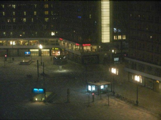 Park Inn by Radisson Berlin Alexanderplatz:                   oda manzarası