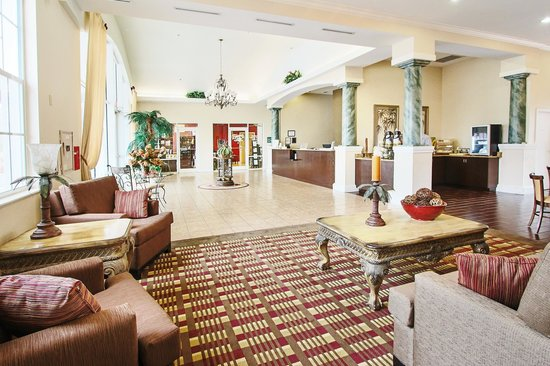 Quality Inn Conference Center Citrus Hills: Our lobby and front desk