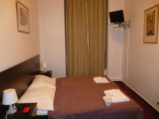 Pension Corto:                   1st floor double room overlooking the market