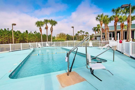Quality Inn Conference Center Citrus Hills: Our heated pool is perfect for soaking up the Florida sunshine