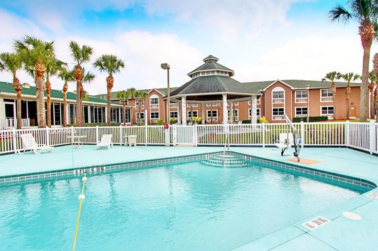 Quality Inn Conference Center Citrus Hills: Our heated pool is perfect for the kids any time of year