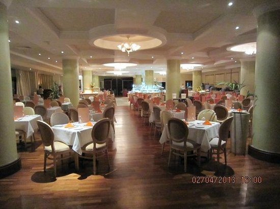 Atlantica Golden Beach Hotel:                   Pretty Dining Room