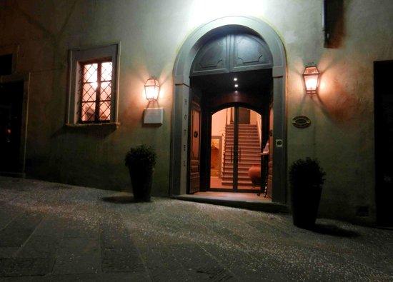 Hotel L'Antico Pozzo:                   l'ingresso
