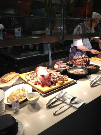 The Grove Hotel:                   lovely buffet