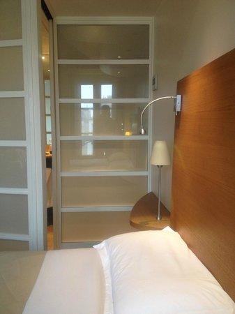 Select Hotel: Parete divisoria bagno-camera