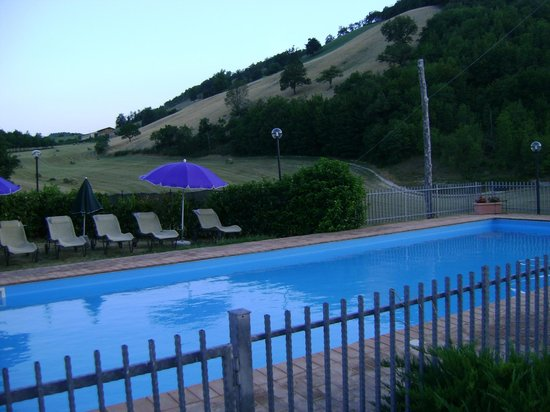 Selvicolle Country House :                   piscina