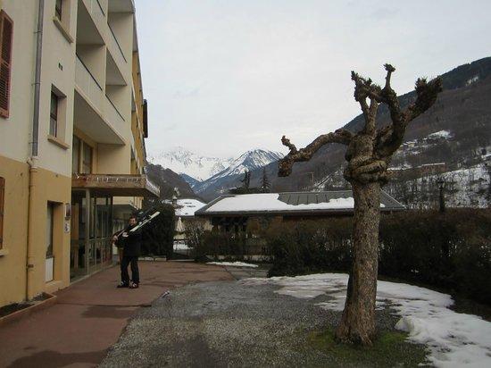 Hotel des Sources :                   вход в отель