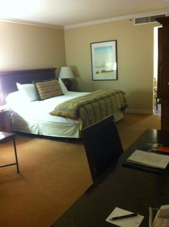 Loews Ventana Canyon Resort:                   THE AMAZINGLY COMFORTABLE BED
