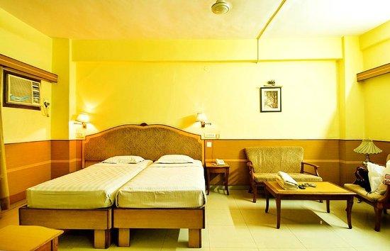 Hotel Atithi :                                     INSIDE ROOM