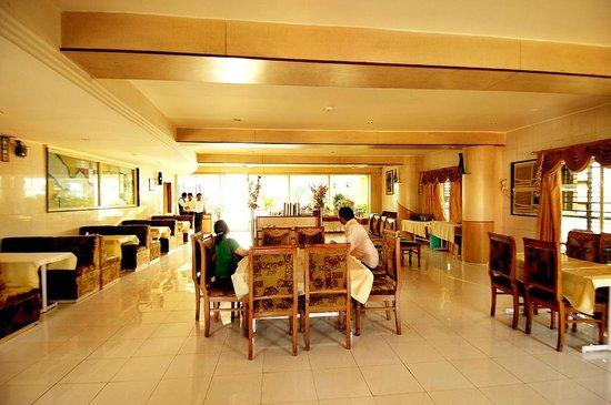 Hotel Atithi :                                     DINING