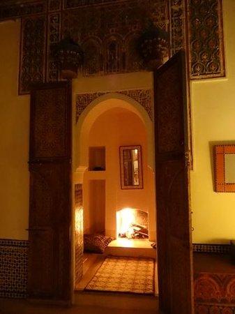 Riyad Lila Wa Leila:                   お部屋の暖炉