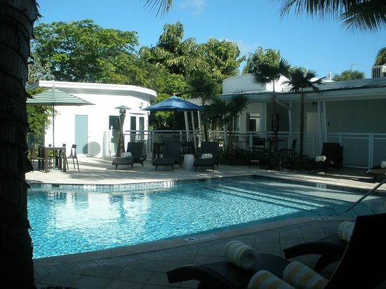 Orchid Key Inn:                   Pool & Bar