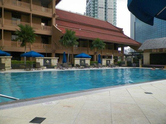 The Royale Chulan Kuala Lumpur: large swimming pool