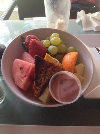 El San Juan Resort & Casino, A Hilton Hotel:                   $15 bowl of fruit