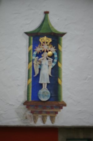 Hotel Portmeirion:                   Angel Emblem