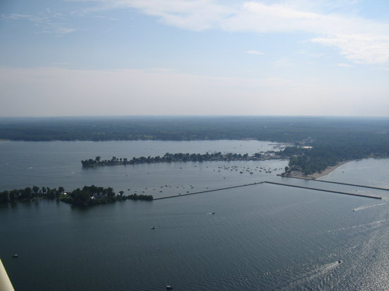 Silver Waters Bed and Breakfast : Ariel View of Sodus Point & Sodus Bay