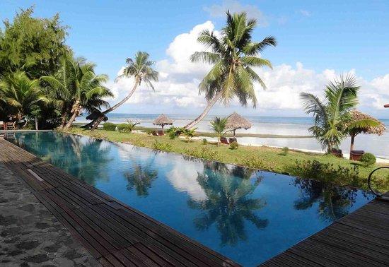 Princesse Bora Lodge & Spa:                   piscine sur la plage