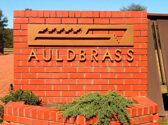 Yemassee, Karolina Południowa:                   Entry Sign with Auldbrass Logo
