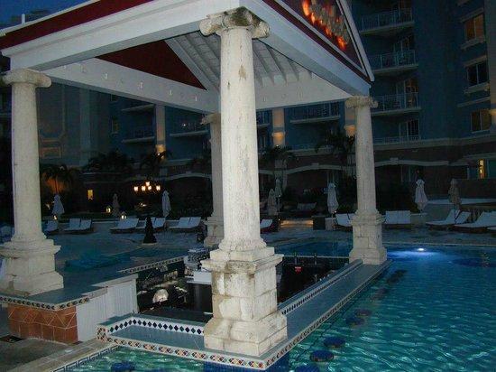 Sandals Royal Bahamian Spa Resort & Offshore Island:                   Pool Bar