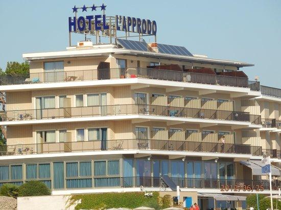 "Grand Hotel L'Approdo:                   L'Approdo-переводится ""мыс""."