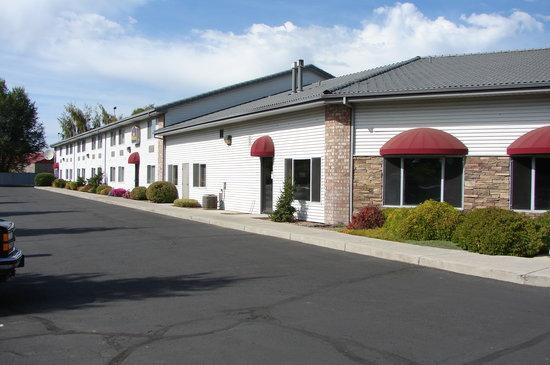 Best Western Prineville Inn: Side area